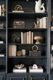 4ec265acebc982e60bc42260b2f6ccd2--organizing-bookshelves-styling-bookshelves